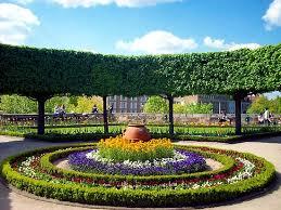 12 best round flower beds images on pinterest flower beds bed
