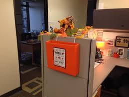 Office Decorating Ideas Pinterest by Thanksgiving Inbox Outside My Cubicle Cubicle Office Ideas