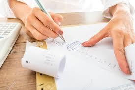 calculatrice graphique bureau en gros gros plan d affaires calcul des dépenses sur les reçus imprimés à