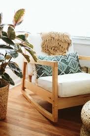 canape boheme déco canape boheme parquet en bois plante verte coussin décoratifs
