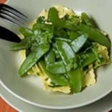 cuisiner les pois mange tout recette pois mange tout et ses raviolis à la crème d herbes