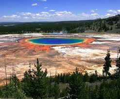 grand prismatic springs in yellowstone national park