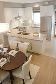 table cuisine ovale deco cuisine americaine en beige sol en parquet clair table ovale