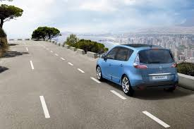 renault europe renault launches refreshed 2012 scenic and grand scenic mpvs in