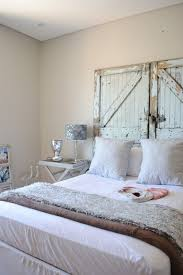 reclaimed wood headboards shabby chic bedroom decorating ideas