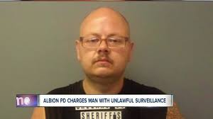 Hidden Camra In Bathroom Police Man Used Hidden Camera To Record Family Friends In
