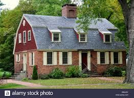 gambrel stock photos gambrel stock images alamy deerfield massachusetts gambrel roofed 18th century brick cottage on the street