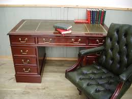 bureau chesterfield stunning leather inlay desk and green leather chesterfield