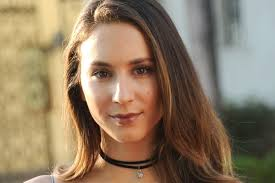 70 s style shag haircut pictures troian bellisario has a chic straight 70s style shag haircut
