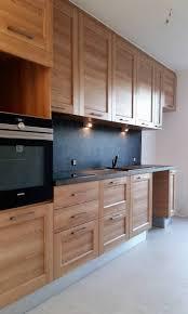 cuisine effet bois cuisine à moulures et effet bois rénovation à aix en provence aix