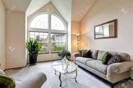 hauteur plafond chambre chambre de luxe de la famille dans des tons crème molle avec