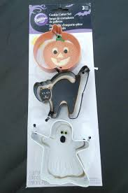 wilton halloween cookie cutter set 3 pieces colorful cookie