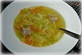 cuisiner le chou frisé soupe au chou vert et saucisse céci bon