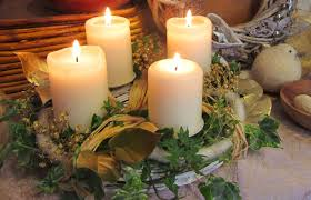 Christmas Hurricane Centerpiece - diy christmas candle centerpiece white pillar candles ivy