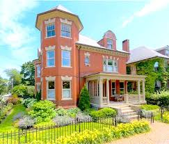 Clasic Colonial Homes by A Classic Colonial Revival U0026 More Great Houses For Sale Hooked