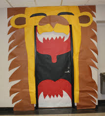 Preschool Halloween Decorations If I Could Figure Out A Way To Make A Giant Lion Like This For The