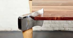 design tischle ausgefallenes tisch design mit äxten klonblog