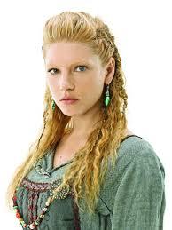 lagertha lothbrok hair braided lagertha s shield maiden hairdo half up half down lots of