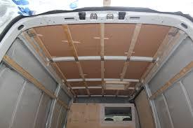 liege isolation sol isolation du toit avec du liège poimobile fourgon aménagé