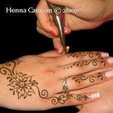 how to hold a mehndi or henna cone mehndi u0027n u0027 henna tattoo