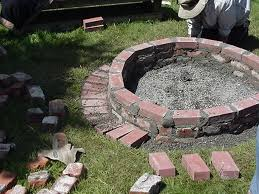 Brick Fire Pits by Diy Brick Fire Pit We Put Pea Gravel Around The Bricks To Set