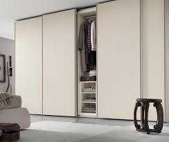 armoire chambre a coucher porte coulissante modele armoire chambre a coucher captivating cheminée intérieur