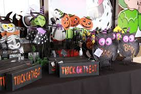 show me decorating shows you u201chow to u201d a halloween wreath show