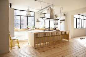 cuisine jaune et blanche 1001 modèles fascinants du duo cuisine blanche plan de travail bois