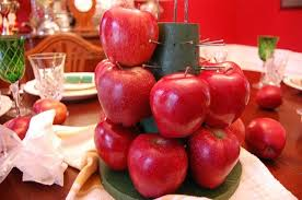 how to make centerpieces to make a colonial williamsburg christmas table setting with apple