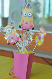 minion centerpieces minion centerpiece ideas sweet centerpieces