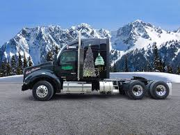 kenworth heavy haul trucks trucking plays key role in capitol christmas tree u0027s 2 000 mile trip