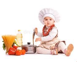 cuisine bebe le scullion de bébé fait cuire sur la cuisine d isolement photo