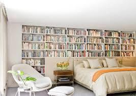 rangement livre chambre tête de lit avec rangement en 57 dées pour ranger et décorer