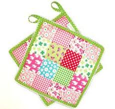 free patterns quilted potholders 25 small quilting tutorials potholders tutorials and pin cushions