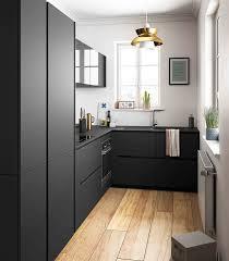 cuisine noir cuisine moderne noir et bois ouverte ambiance rétro mobalpa