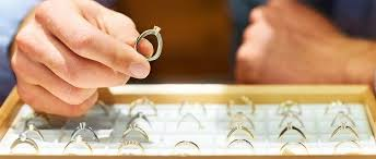 buying engagement ring 4 tips for buying an engagement ring without debt daveramsey