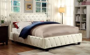 Marilyn Monroe Furniture by Furniture Of America Mira Tufted Wingback Platform Bed