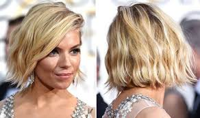 how to style a wob hairstyle sienna miller s wavy bob hairstyle at the golden globes 2015