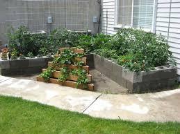 aesthetic cinder block backyard ideas for garden accents toward
