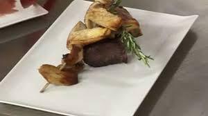 cuisiner la biche comment faire un pavé de biche rôti aux cèpes plats cuisine vins