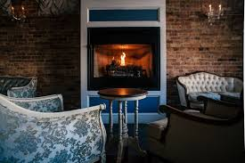 11 great chicago bars with fireplaces