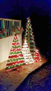 How To Decorate A Christmas Tree Best 25 Christmas Tree With Lights Ideas On Pinterest Pallet