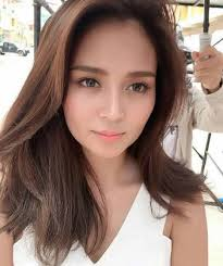 katrine bernardor hair color netizens are going crazy over kathryn bernardo s new look at bench
