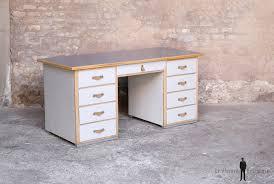 bureau ancien en bois bureau ancien en bois 9 tiroirs gris clair poignée cuir