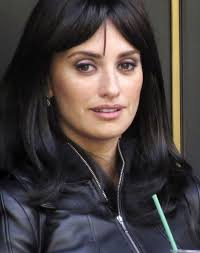 eye makeup for heavy lidded eyes penelope cruz s purple eyeliner glamour