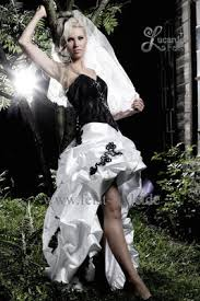schwarz weiãÿes brautkleid extravagante brautmode schwarze brautkleider schwarz weiße und