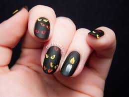 are you afraid of the dark spooky eyes nail art chalkboard