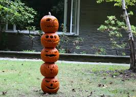 Poles For String Lights by How To Make A Pumpkin Totem Pole For Halloween How Tos Diy
