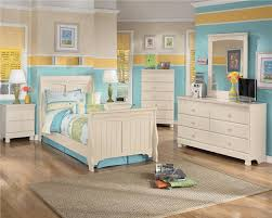 Bedroom Set Home Center Signature Design By Ashley Cottage Retreat Full Poster Bed With