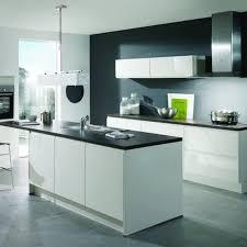 cuisine blanche mur framboise stunning cuisine framboise et gris gallery joshkrajcik us